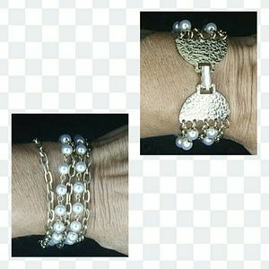 Jewelry - Vintage Pearl and chain bracelet
